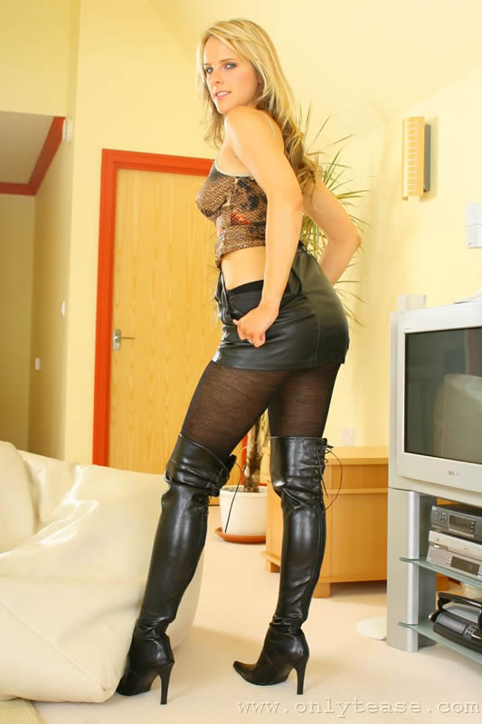 lustful cowgirl in black boots is enjoying hardcore penetration  297869
