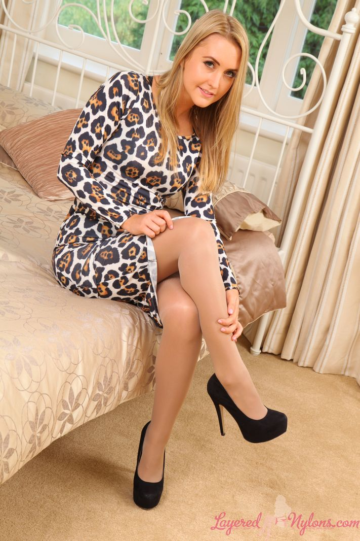 Bubbly Blonde Catherine In Tan Stockings And Pantyhose - Picture 3