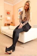 Stunning Blonde Hollie D In Black Shiny Tights - Picture 4