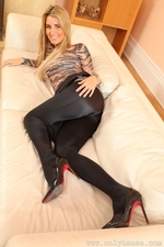 Stunning Blonde Hollie D In Black Shiny Tights - Picture 8