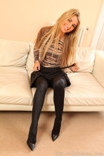 Stunning Blonde Hollie D In Black Shiny Tights - Picture 9