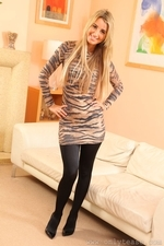 Stunning Blonde Hollie D In Black Shiny Tights - Picture 10
