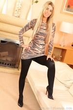 Stunning Blonde Hollie D In Black Shiny Tights - Picture 11