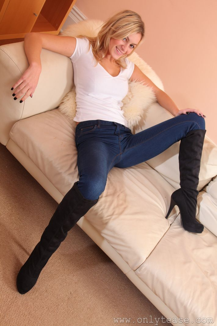 Stunning blonde Summer in very tight jeans
