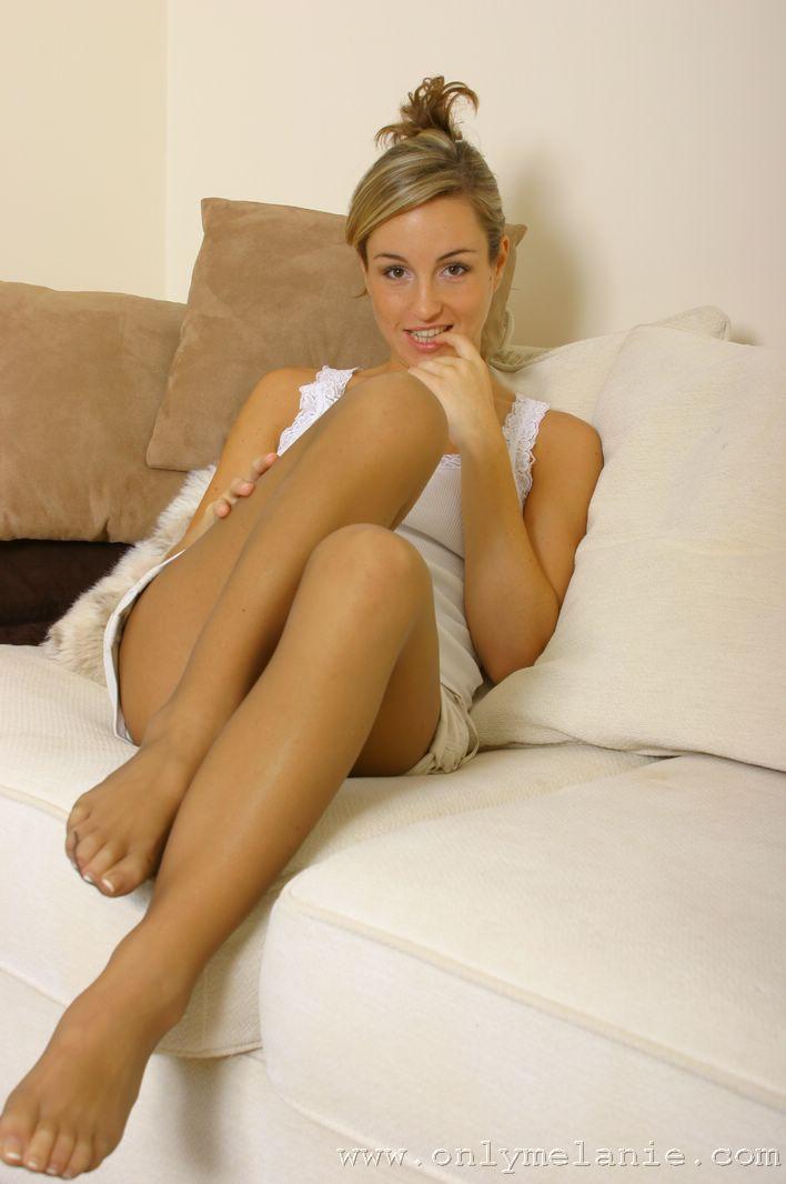 naked stickam leg spread