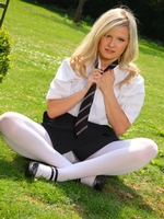 Beautiful College Girl Elle Richie Feels Too Hot And Slips Out Of Her Uniform - Picture 4