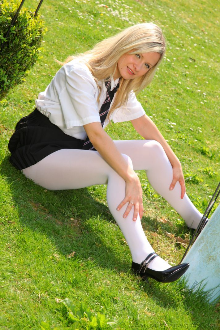 Beautiful College Girl Elle Richie Feels Too Hot And Slips Out Of Her Uniform - Picture 5