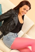 Robyn H Looks Stunning In Bright Pink Pantyhose And Denim Shorts - Picture 5