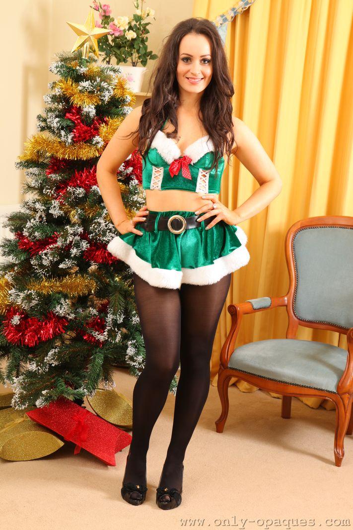 Make A Tree Skirt For Christmas