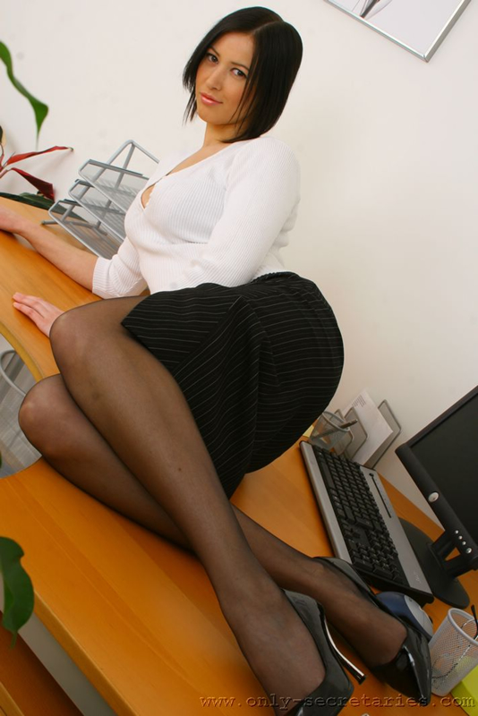 Black hottie Lacey DuValle strips off her sexy dress on the office desk  1149772