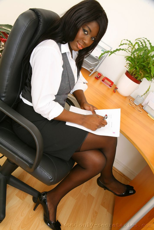 Luna corazon blowjob ebony office babe hot for coworker