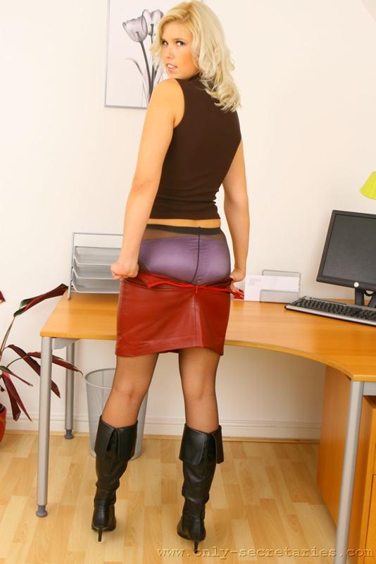 супер секретарша снимает платье фото открылся вид небольшую