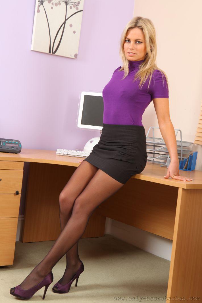Секретарши коротких юбках — pic 8