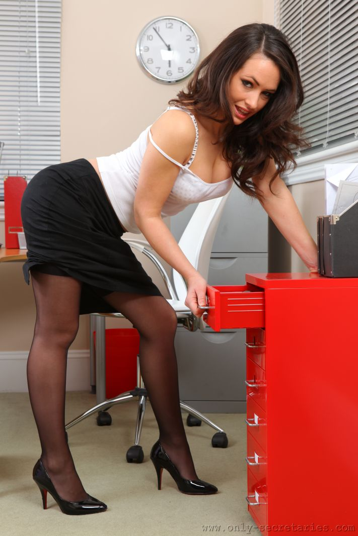 Brunette secretary Kelsi Monroe sheds skirt before hardcore sex in office  1283611