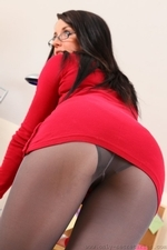 Sarah Looking Perfect In Tight Mini Dress - Picture 4