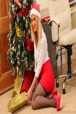Cute Christmas Secretary Victoria A In Stockings - Picture 6