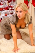 Gorgeous Blonde Linzi Slips Out Of Her Tight Outfit - Picture 4