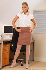Sultry secretary Natalia in white pantyhose - 01