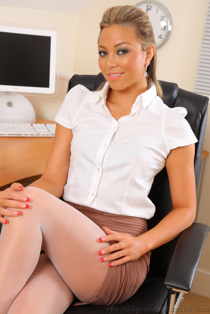 Sultry secretary Natalia in white pantyhose