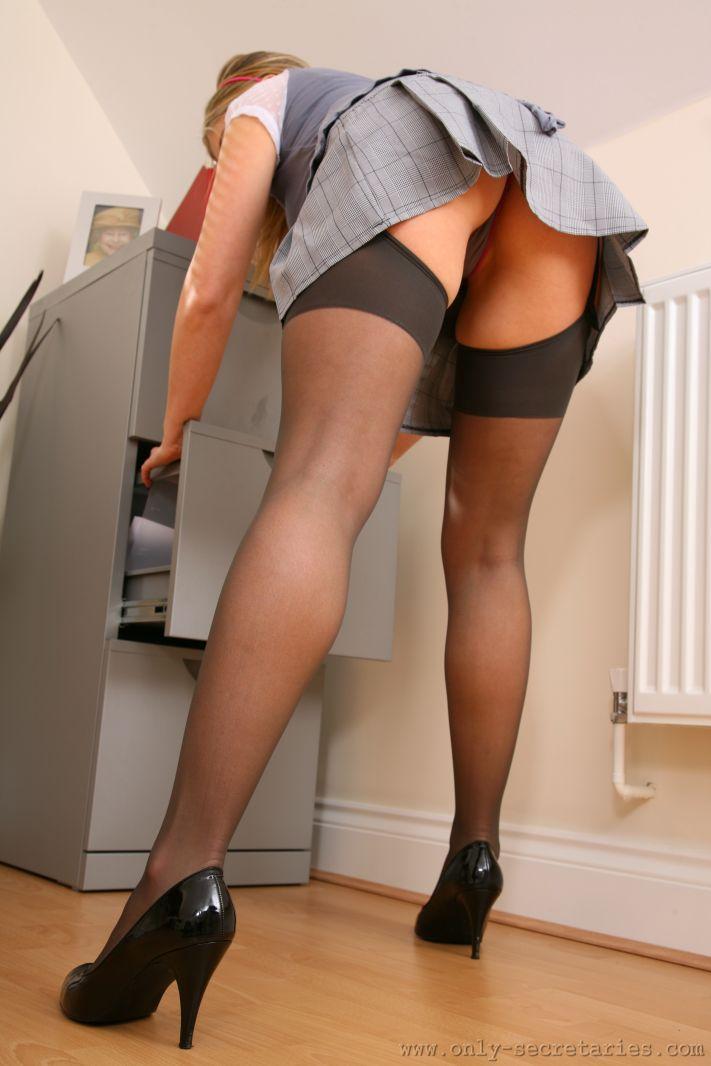 Фото секретарши показывают трусики под юбкой, смотреть порнуху подруга ебется с парнем друга